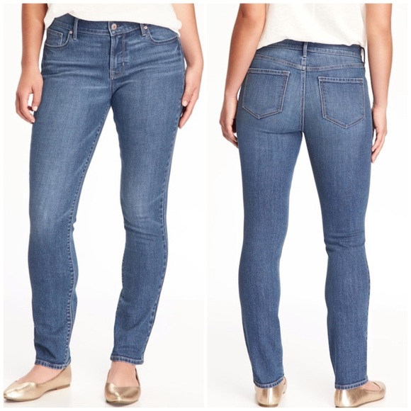 Denim - Mid-Rise Curvy Straight Jeans in Size 6 Short